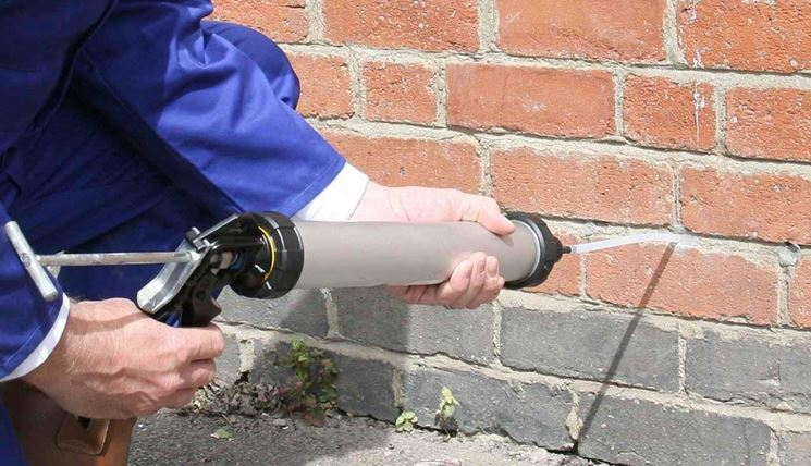 Combattere l'umidità di risalita: barriere chimiche (o taglio chimico)