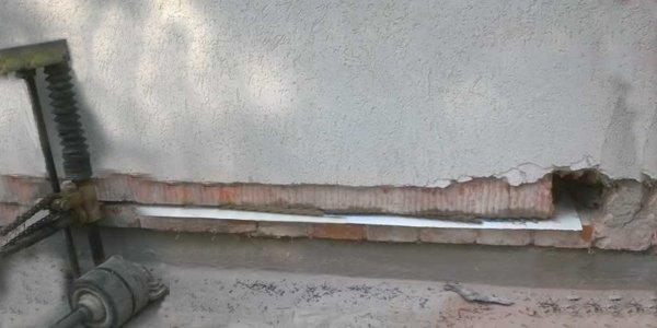 Combattere l'umidità di risalita: il taglio fisico delle murature